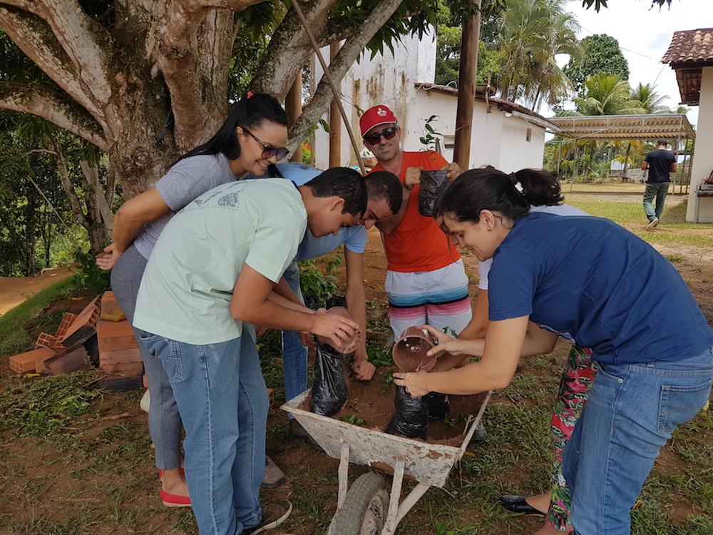 Novo Encanto faz plantio de mudas em Salvador BA